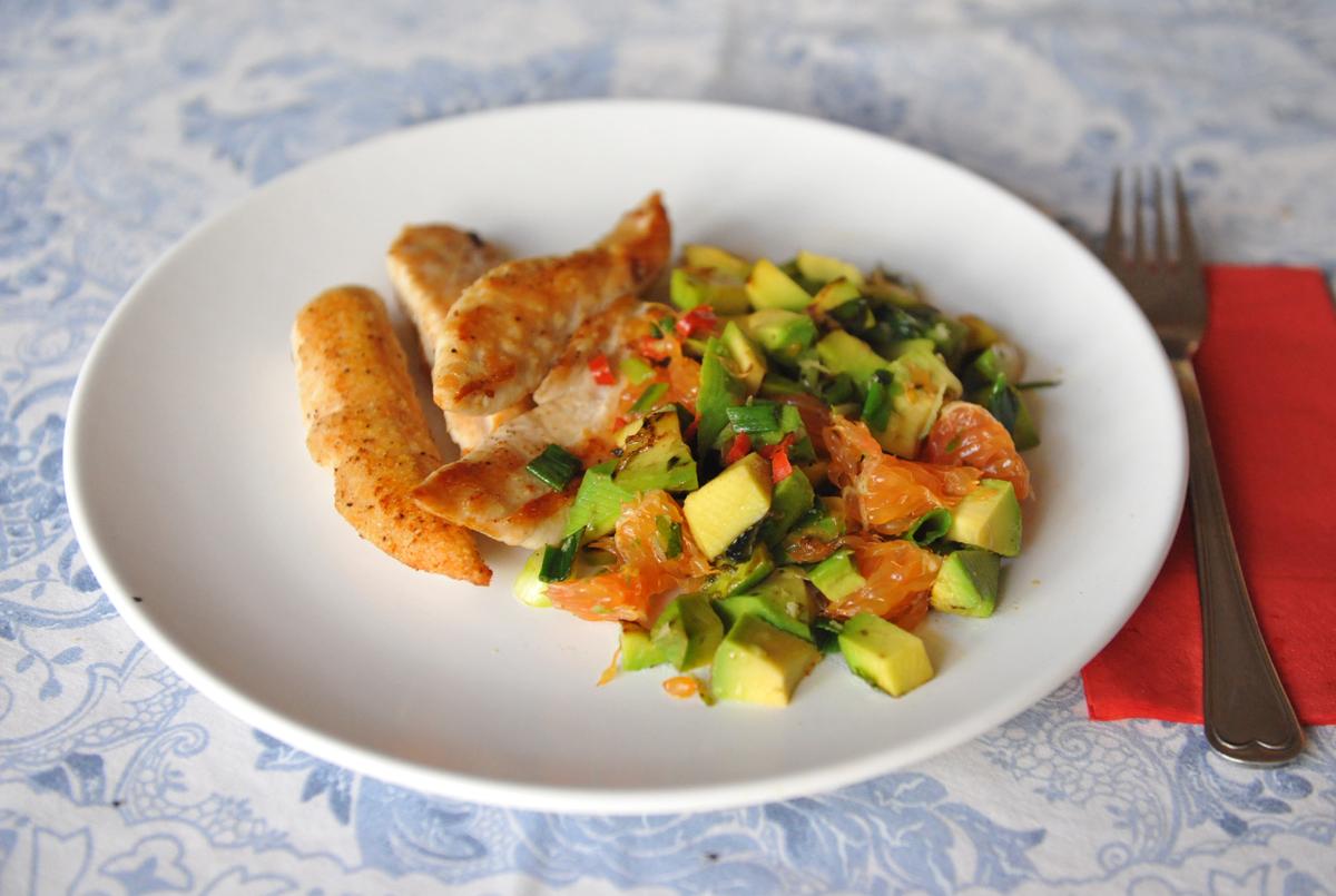 Пиле с авокадо и портокал