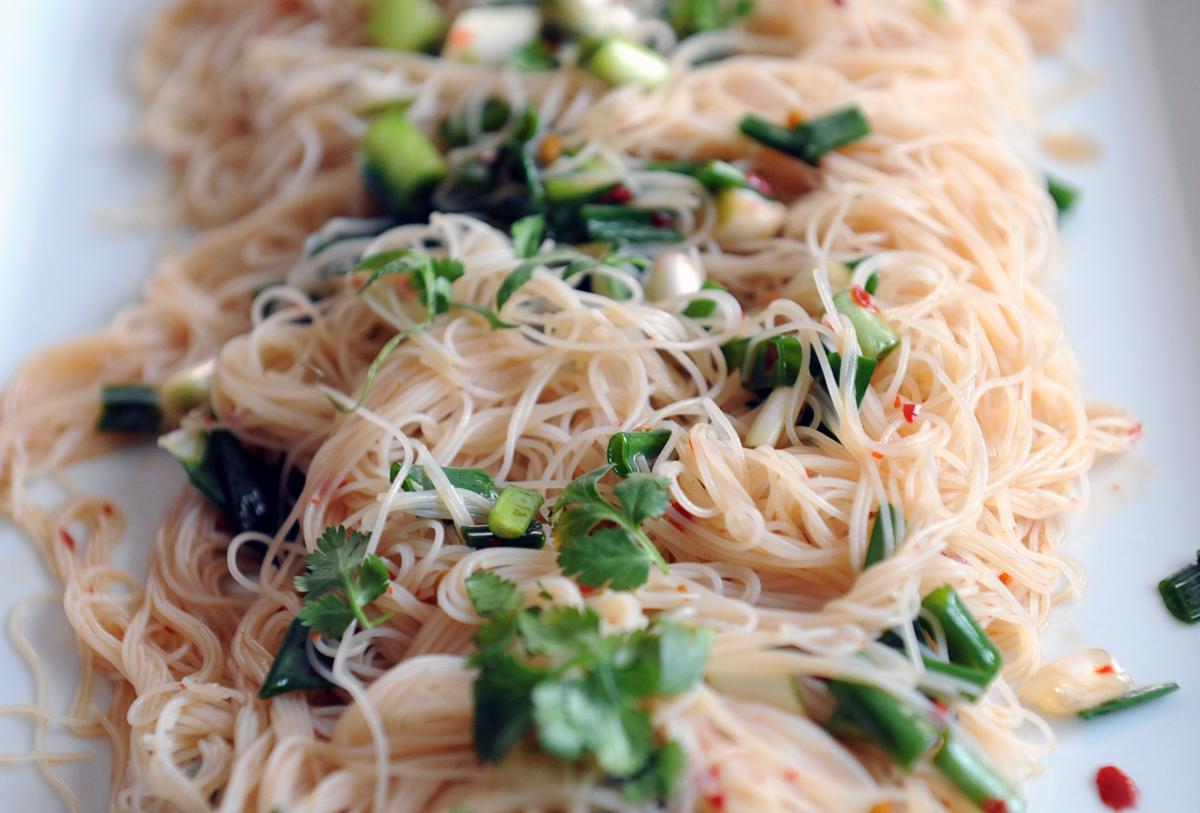 Пикантна китайска салата с нудълс