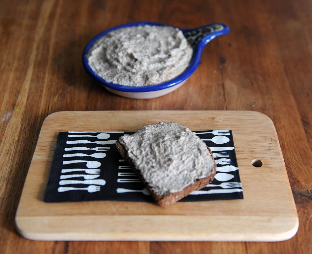 Разядка с гъби и крема сирене