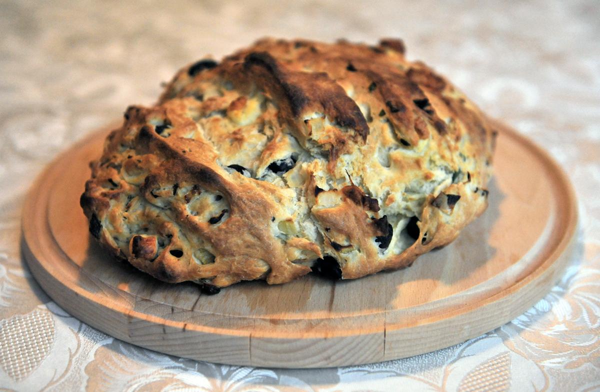 Питка с маслини и сирене халуми