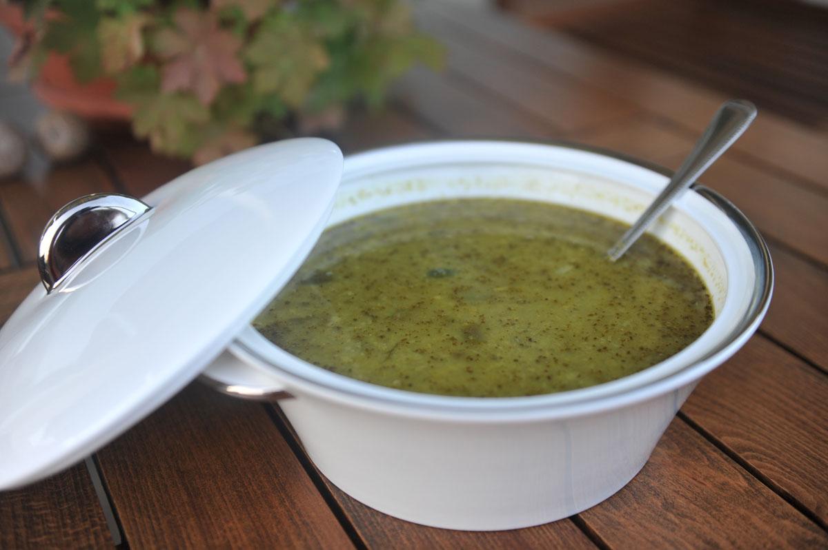 Супа от грах и песто