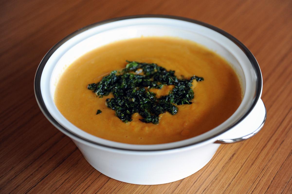 Супа от моркови и ментов сос