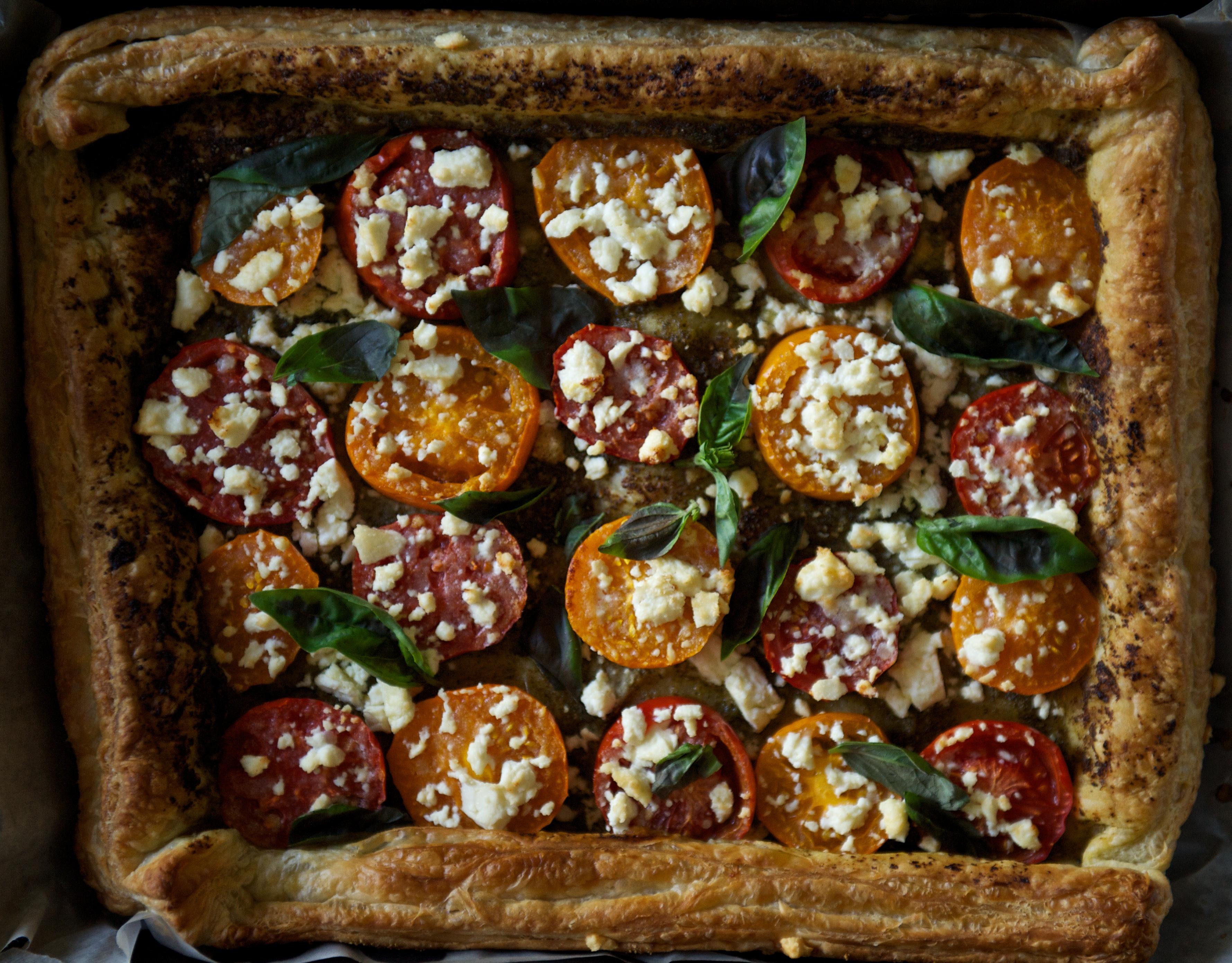 Тарта с домати, песто и фета
