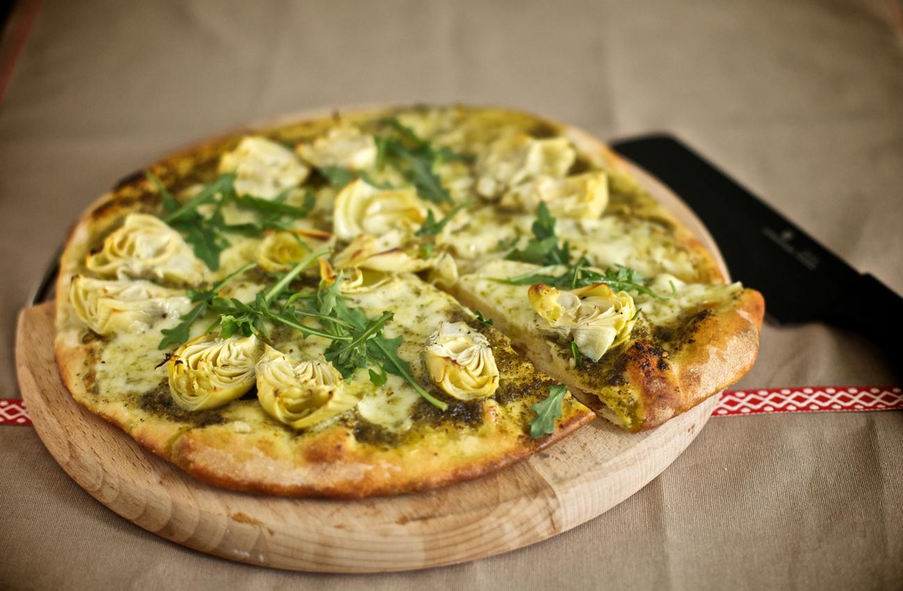 Пица с артишок и моцарела