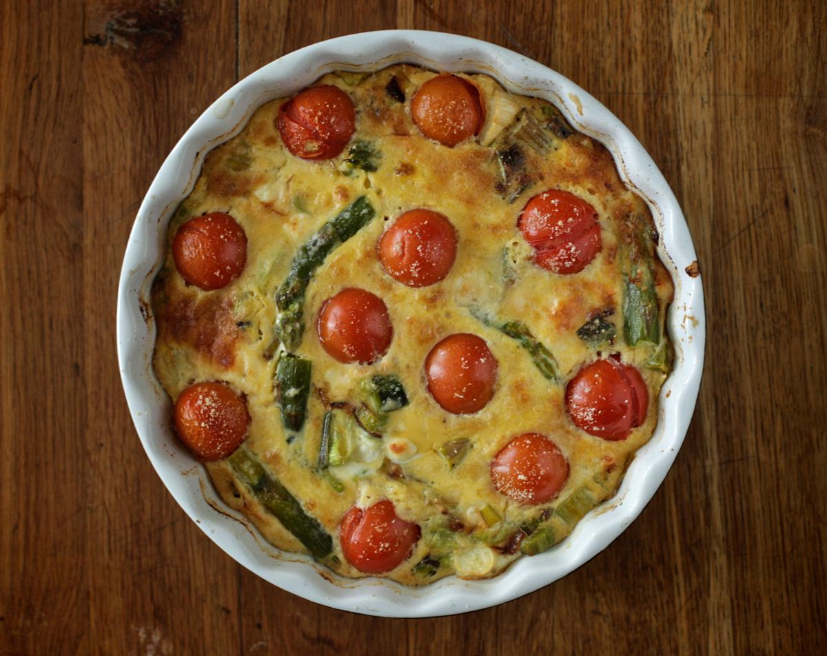 Аспержи, домати и сирене на фурна