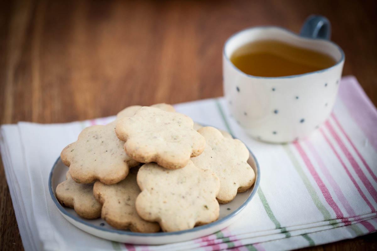 Сладки с орехи и розмарин