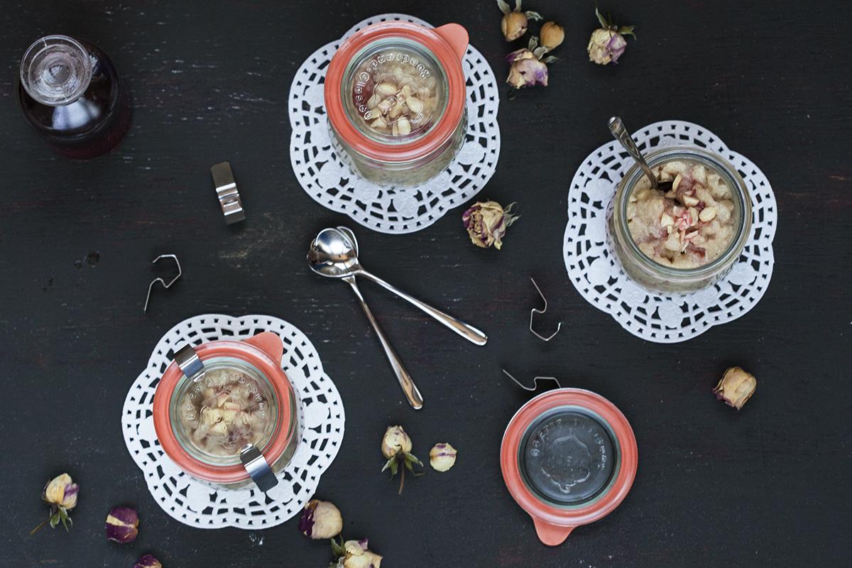 Пудинг с кардамон, бадеми и сироп от рози
